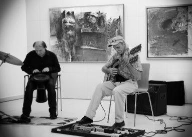 Csík István dobos és Cziránku Sándor gitáros, Fóth Ernő kiállításának megnyitója, Pesti Vígadó, 2015. szeptember