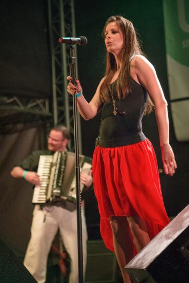A Napra együttes ingyenes koncertjén, Erzsébet tér, Budapest, 2014.05.24