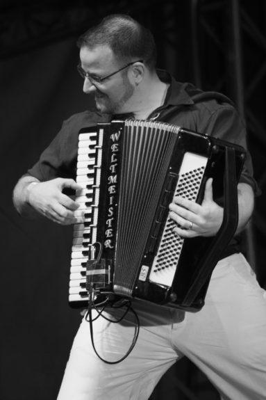 A Napra együttes koncertjén, Erzsébet tér, Budapest, 2014. május 24.