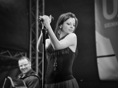 A Napra együttes koncertjén, Erzsébet tér, Budapest 2014. május