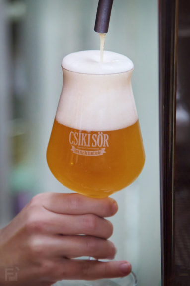 A szűreteln Csíki sört állandóan csapolják a Küküllőben