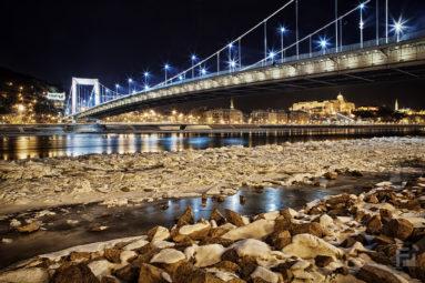 2017. január az Erzsébet híd lábánál